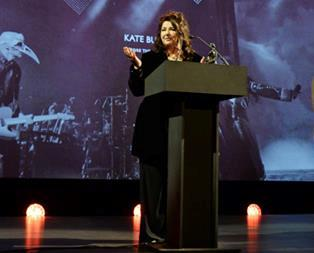 Kate Bush accepting Editor's Award
